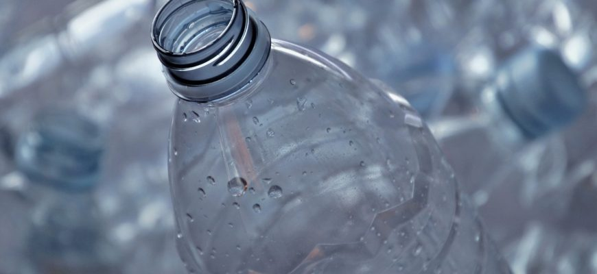 Plastic Processing Waste Bottle  - pasja1000 / Pixabay